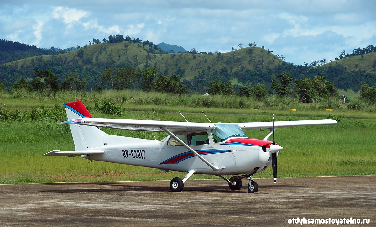 samolet-v-aeroportu-busuanga-philipiny