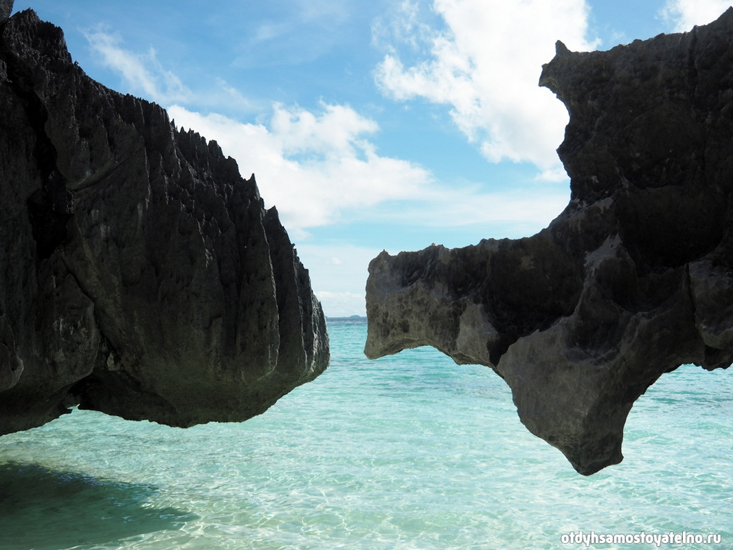 plyazh-banul-beach-skaly-i-more