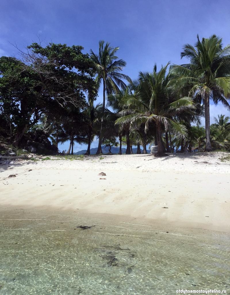 malcapuya-island-philipiny-chistaya-voda-belyi-pesok-palmy-i-goluboe-nebo