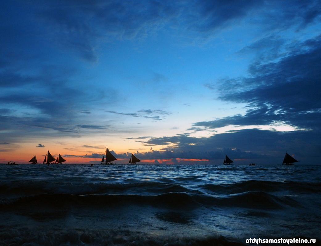 закат с парусниками на боракай white beach