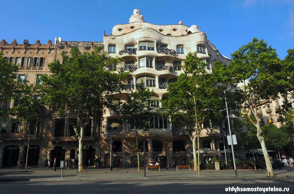 На фото - Дом Мила, один из самых известных особняков Испании