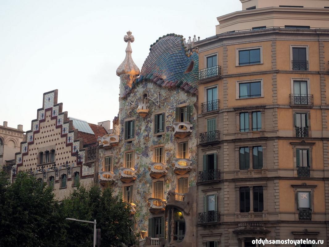 Дом Бальо - самый популярный особняк, который часто изображают на фото, постерах и открытках о Барселоне