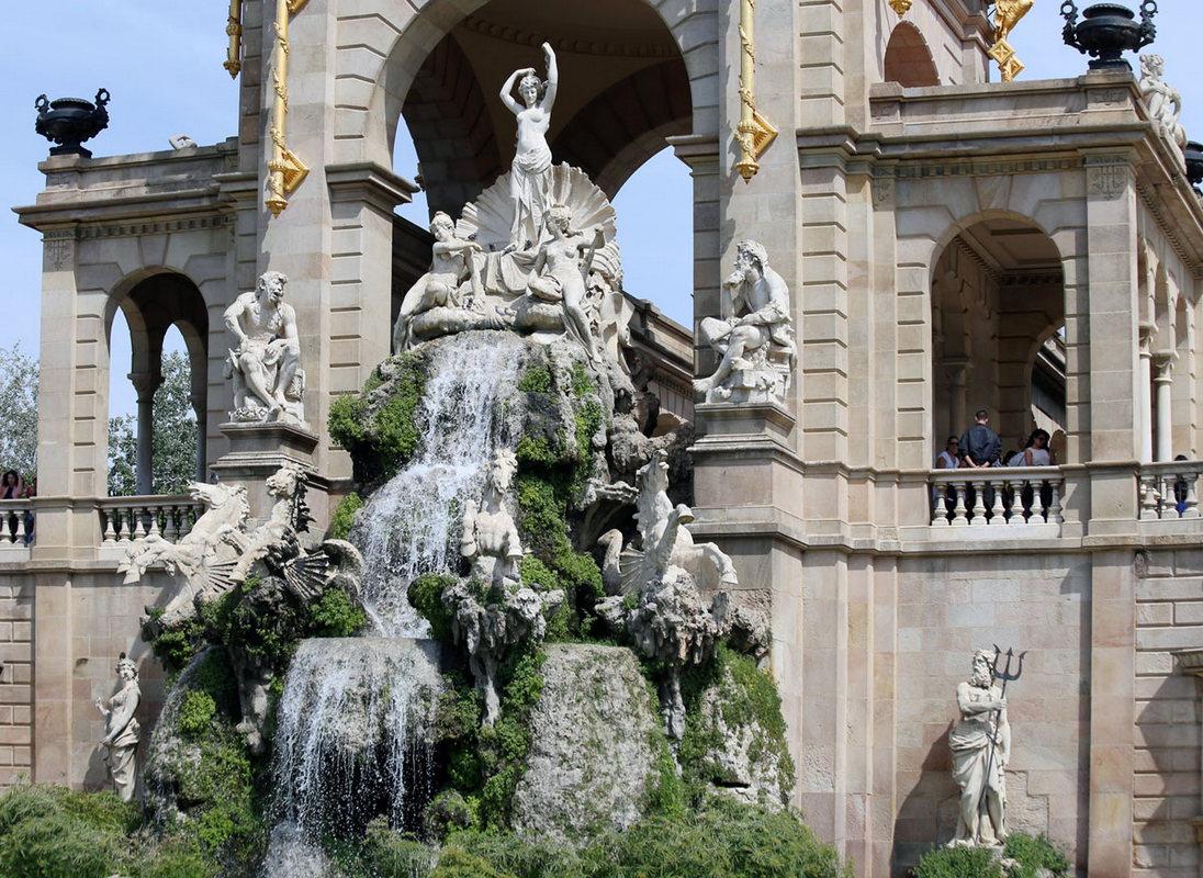 На фото - фонтан Каскад в Парке Цитадели, еще одна достопримечательность Барселоны