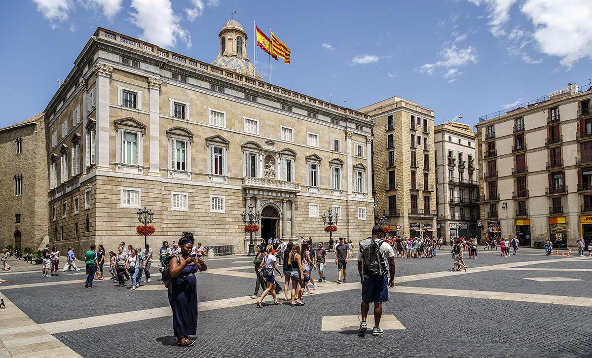 На фото - достопримечательность Барселоны времен, когда эта часть Испании была во власти римлян - Площадь Святого Иакова