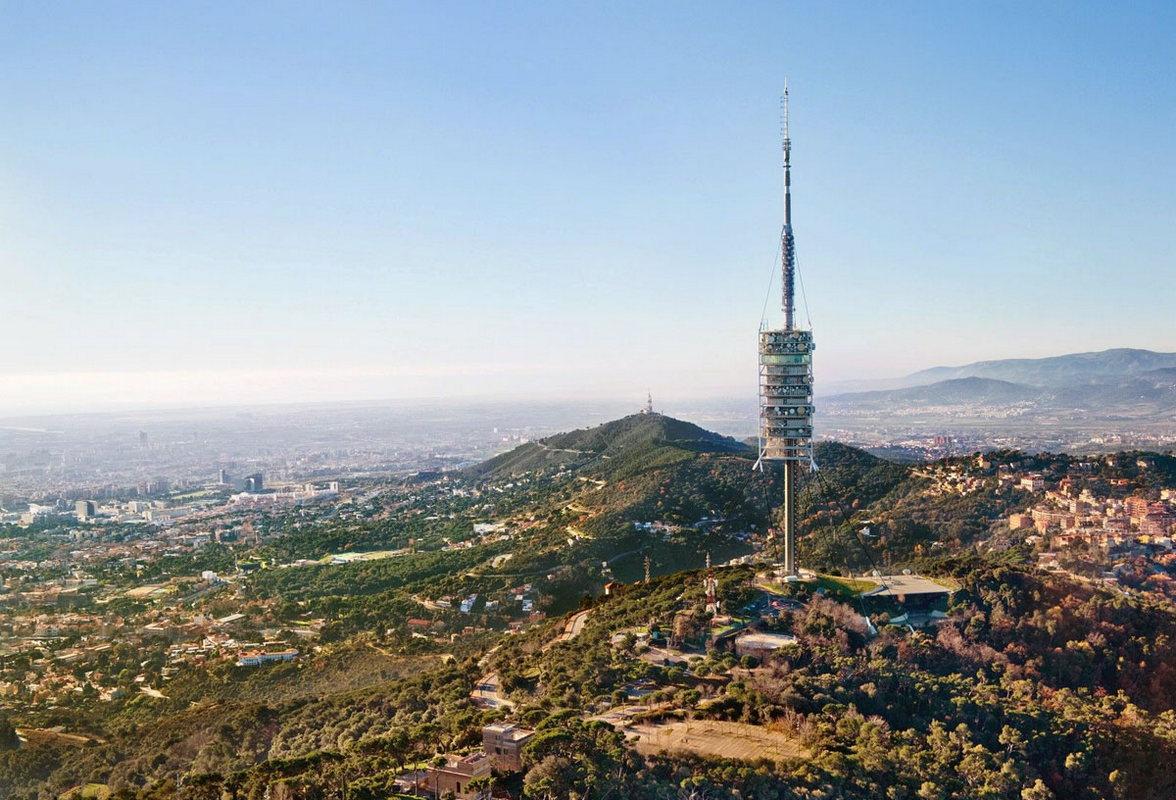 Телебашня на горе Тибидабо, со смотровой площадки которой можно увидеть многие достопримечательности Барселоны и сделать панорамные фото города