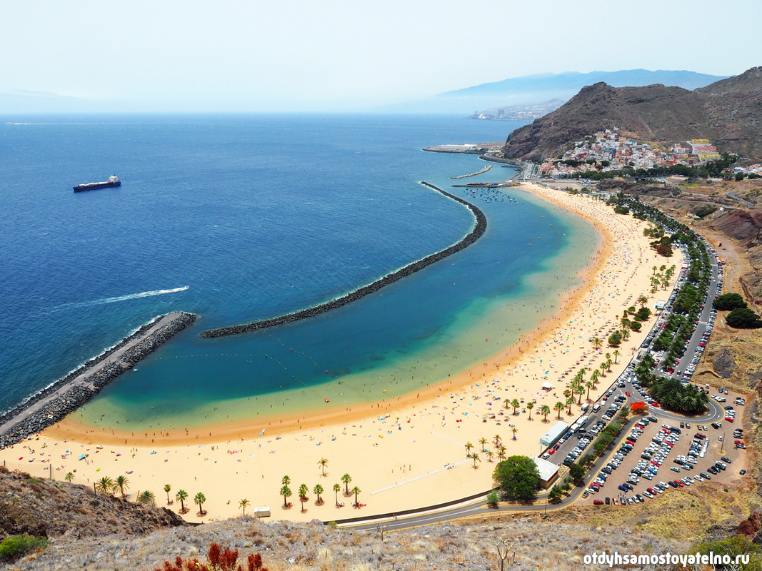 вид на пляж Лас Тереситас с белым песком