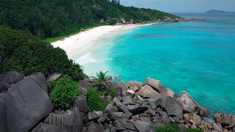 пляж petite anse сейшелы маэ